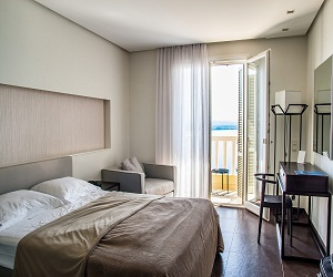 rooms-carousel
